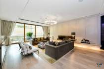 Main Photo of a 5 bedroom  Apartment for sale