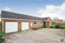 Main Photo of a 4 bedroom  Detached Bungalow for sale