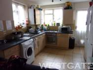 Main Photo of a 6 bedroom Terraced House to rent
